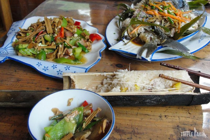 Steamed fish and rice / Ryba na parze i ryż z bambusa