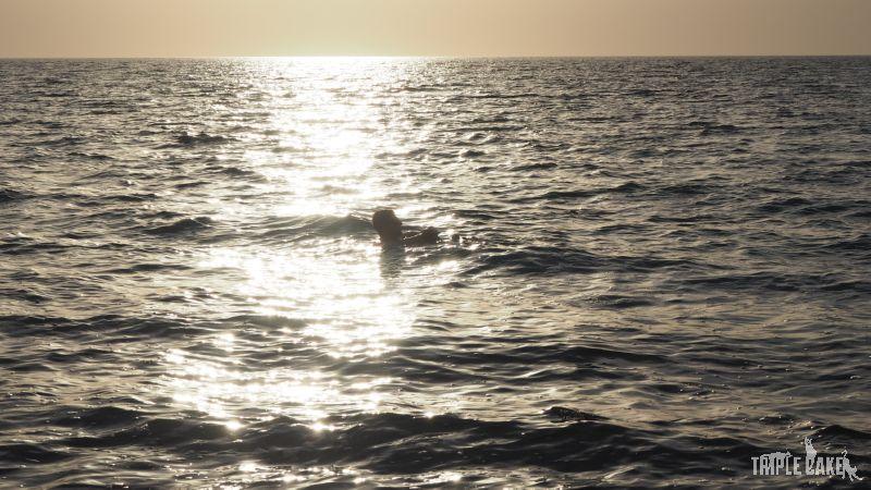 Wieczorna kąpiel w Morzu Martwym / Floating on the Dead Sea