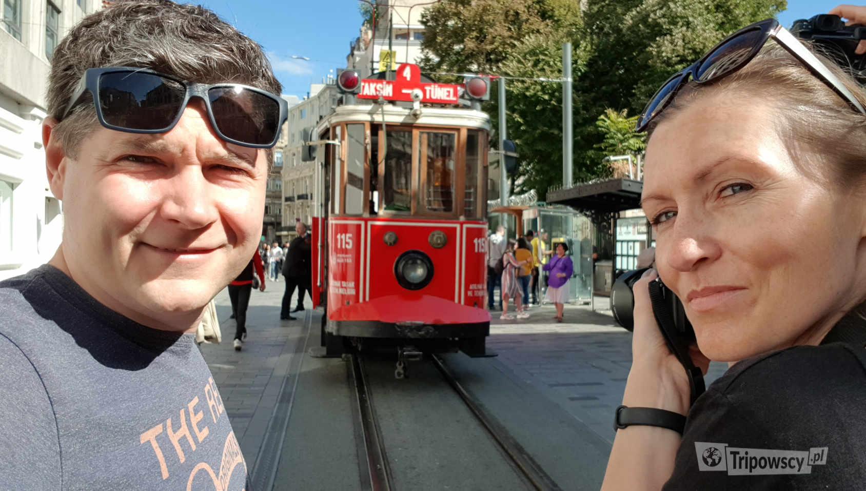 Zabytkowy tramwaj na Istikal Caddesi w Stambule